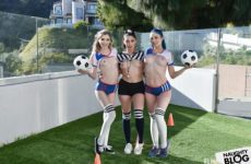 Bffs – Vanessa Sky, Mackenzie Moss & Jewelz Blu: Scoring For Captain