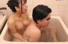Hunta-788 I'm Squeezed Into A Tiny Unit Bath Tub