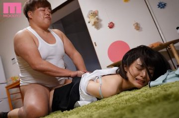 MIAA-431 A delicate slender office lady who was invaded by a giant ...