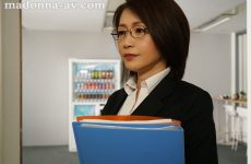 Jul-692 A Young Employee Who Does Not Know Etiquette, A Married Woman